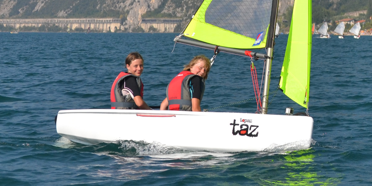Dinghy rental in Topaz Taz